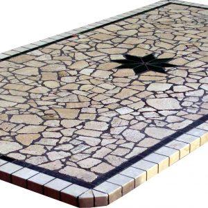 tavolo in mosaico